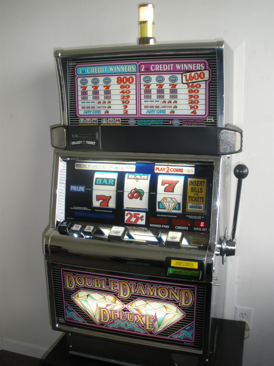 Double Diamond Deluxe Slot Machine