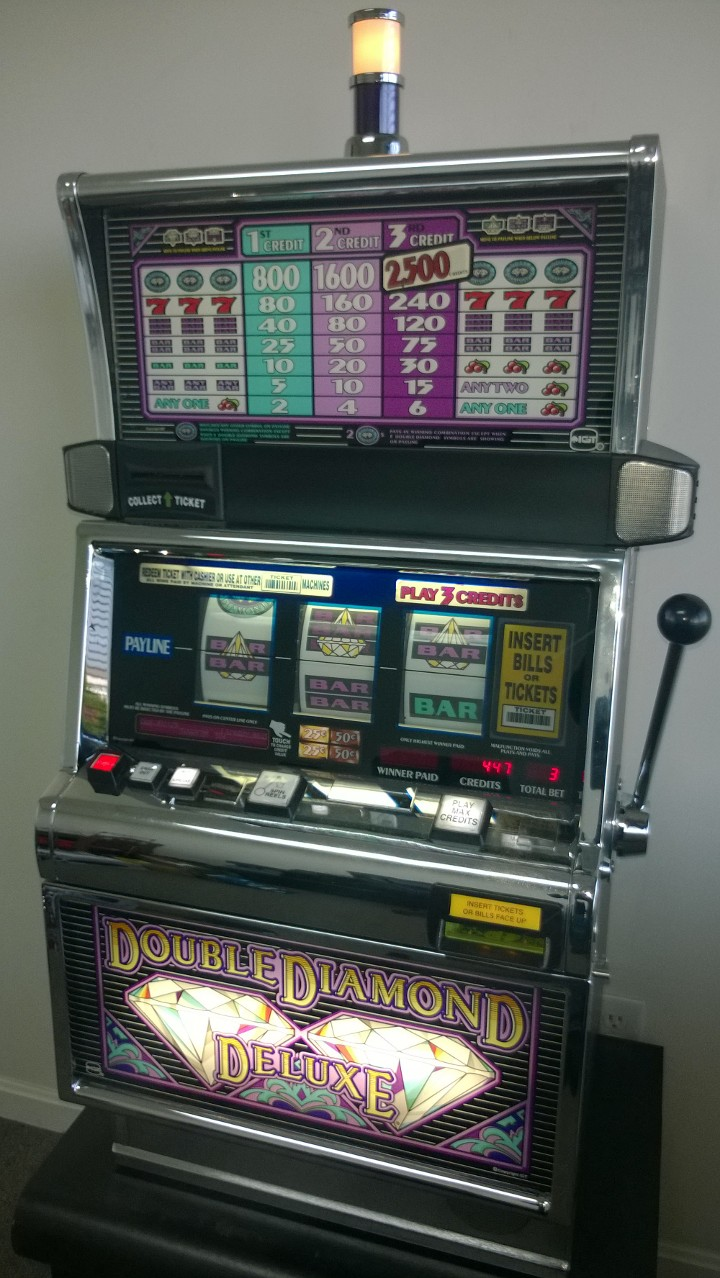 IGT DOUBLE DIAMOND DELUXE S2000 SLOT MACHINE For Sale