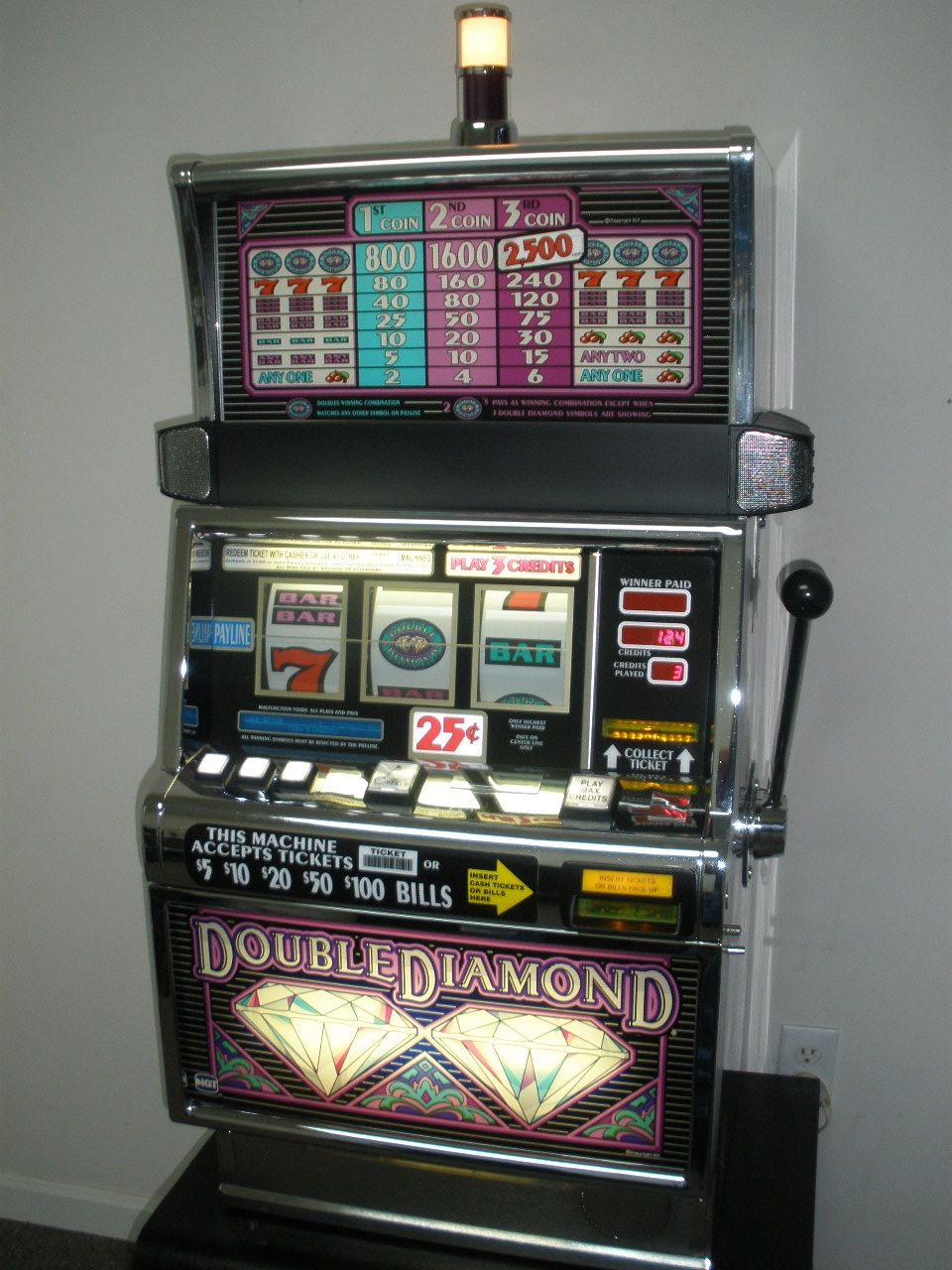 IGT DOUBLE DIAMOND FLAT TOP S2000 SLOT MACHINE For Sale