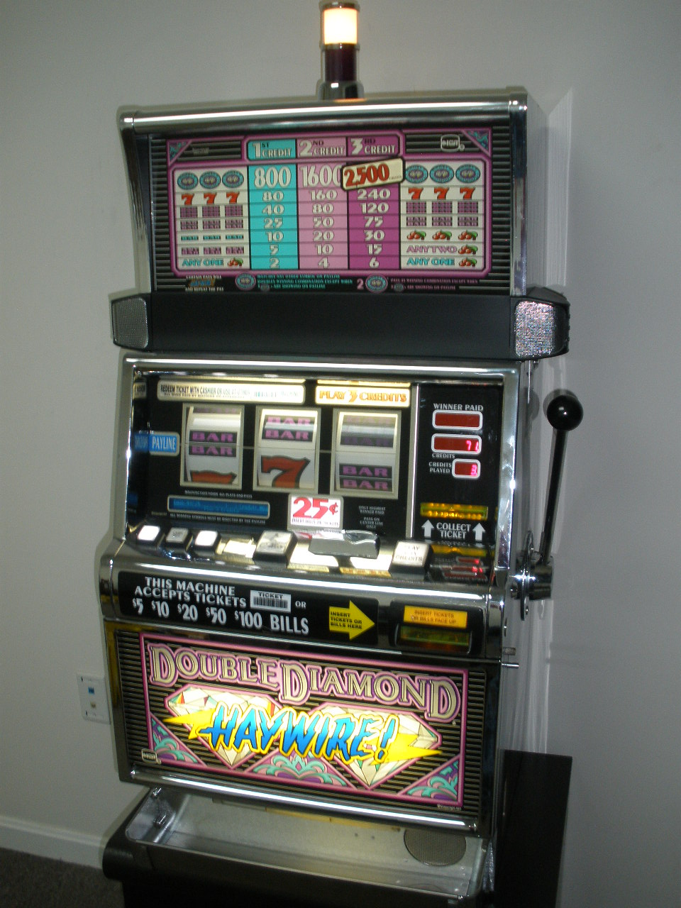 IGT DOUBLE DIAMOND HAYWIRE S2000 SLOT MACHINE For Sale