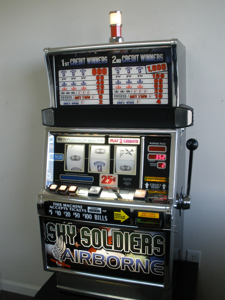 IGT SKY SOLDIERS AIRBORNE CUSTOM S2000 SLOT MACHINE For