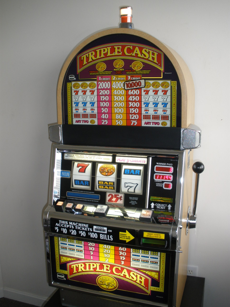 Triple Cash Slot Machine