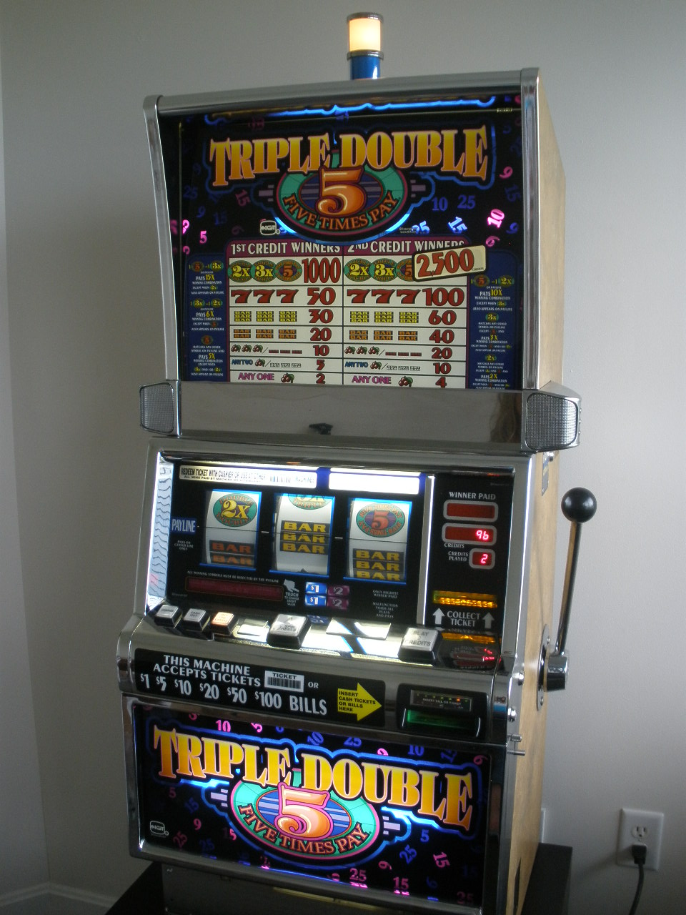 IGT TRIPLE DOUBLE FIVE TIMES PAY S2000 SLOT MACHINE For