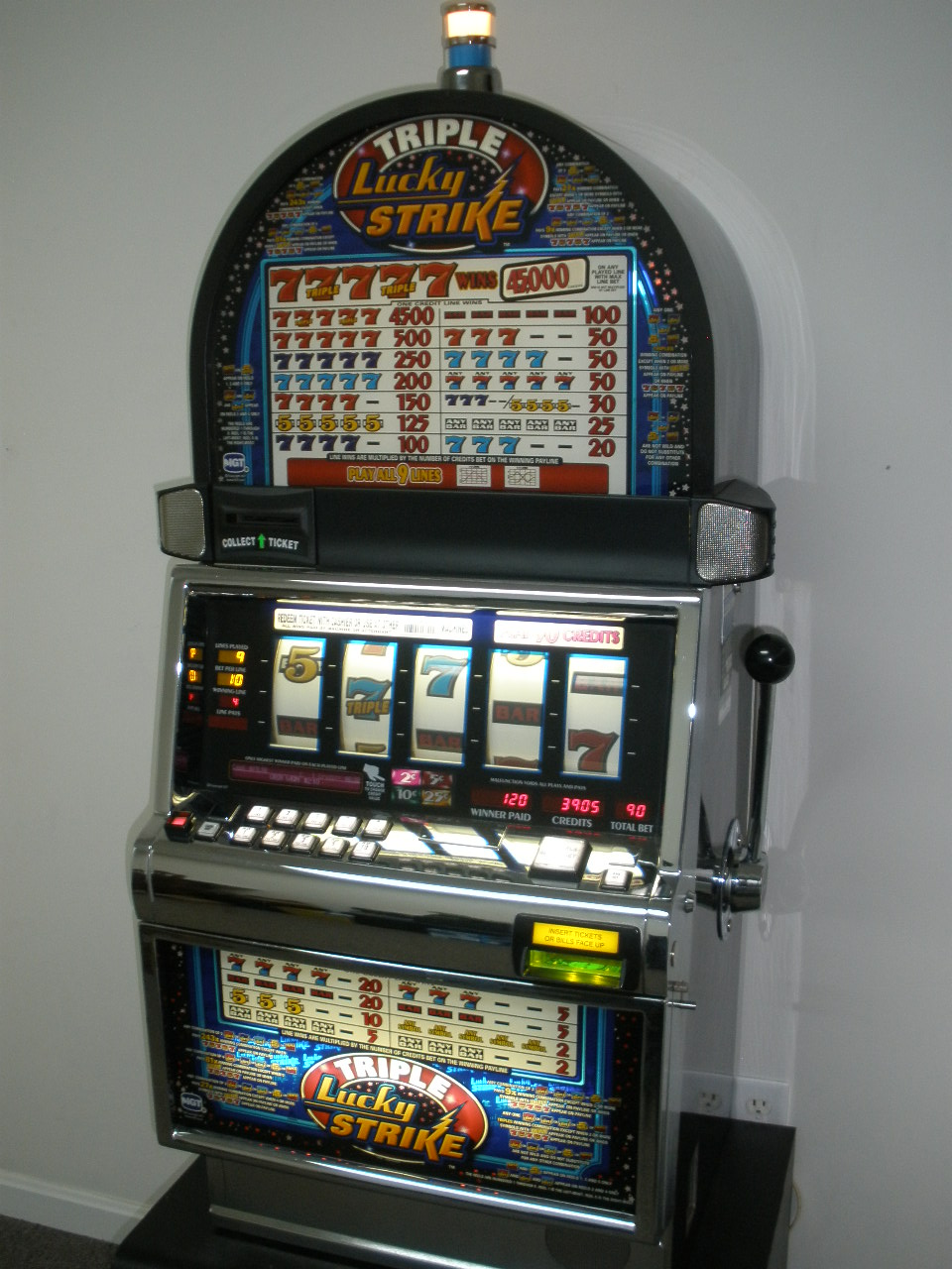 IGT TRIPLE LUCKY STRIKE FIVE REEL S2000 SLOT MACHINE For