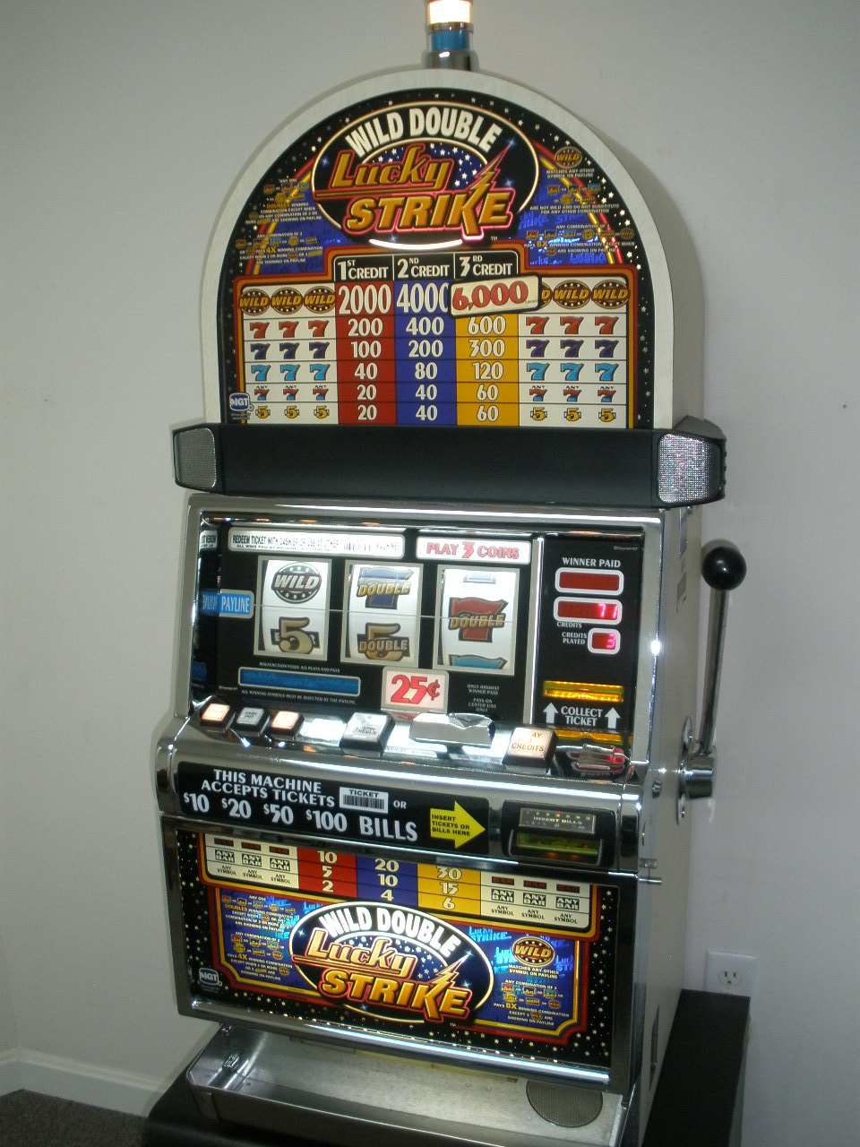 IGT WILD DOUBLE LUCKY STRIKE S2000 SLOT MACHINE WITH