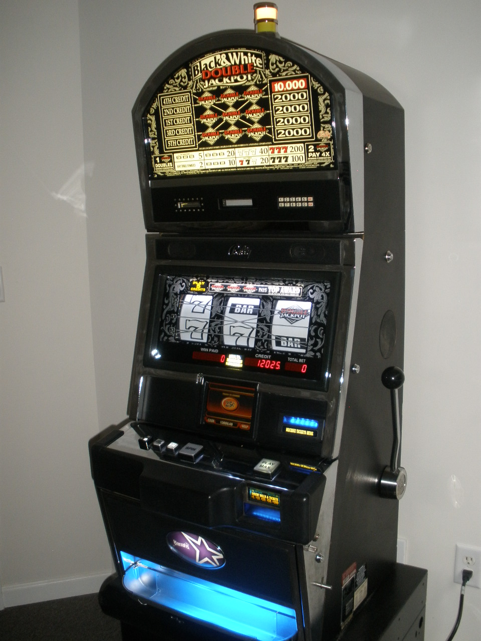 Bally Black & White Double Jackpot Five Line S9000 Slot