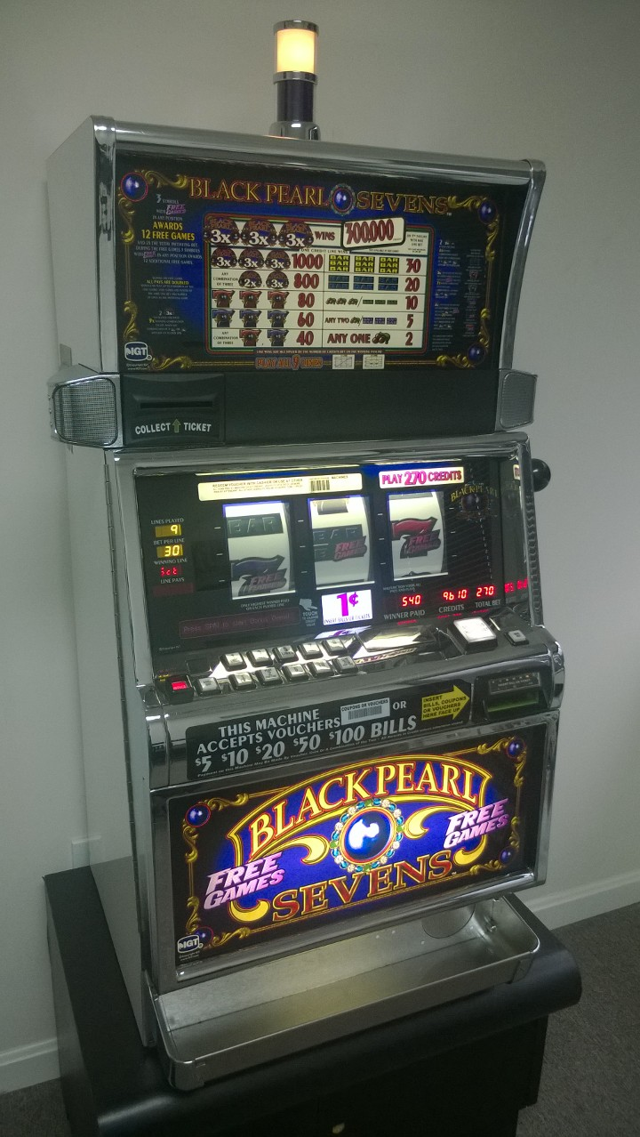 Black Pearl Slot Machine