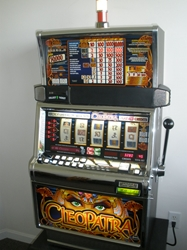 IGT CLEOPATRA FIVE REEL S2000 SLOT MACHINE WITH FREE SPIN BONUS