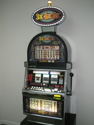 IGT DOUBLE 3X4X5X DIAMOND S2000 SLOT MACHINE WITH LIGHTED TOPPER