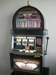 IGT DOUBLE DIAMOND DELUXE S2000 SLOT MACHINE - ROUND TOP
