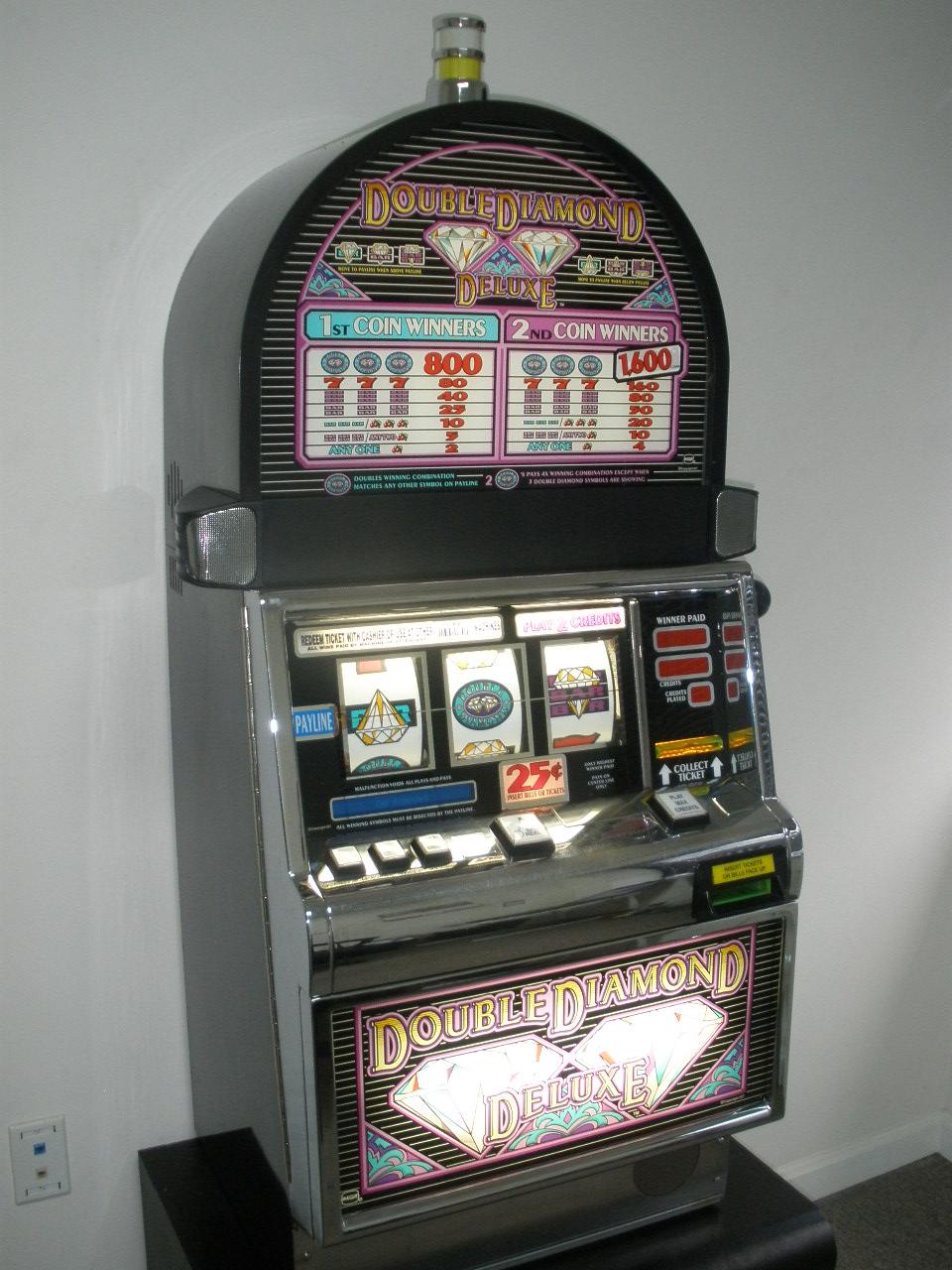 Diamond Deluxe Slot Machine Online