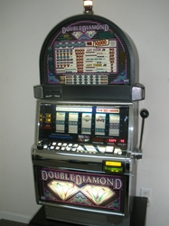IGT DOUBLE DIAMOND FIVE REEL S2000 SLOT MACHINE WITH FREE SPIN BONUS