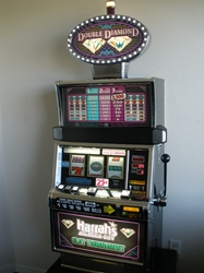 IGT DOUBLE DIAMOND FLAT TOP S2000 SLOT MACHINE with HARRAHS SLOT TOURNAMENT BOTTOM and LIGHTED TOPPER