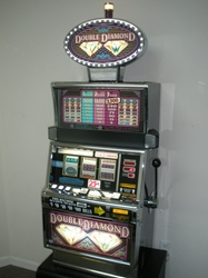 IGT DOUBLE DIAMOND FLAT TOP S2000 SLOT MACHINE with LIGHTED TOPPER
