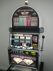 IGT DOUBLE DIAMOND S2000 SLOT MACHINE - QUARTER COIN HANDLING - THREE COIN (ROUND TOP)