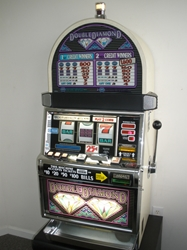 IGT DOUBLE DIAMOND S2000 SLOT MACHINE - QUARTER COIN HANDLING - TWO COIN (ROUND TOP)