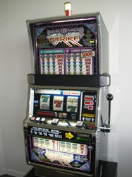 IGT DOUBLE DIAMOND STRIKE S2000 SLOT MACHINE