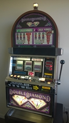IGT DOUBLE DIAMOND S2000 SLOT MACHINE WITH QUARTER COIN HANDLING - TWO COIN