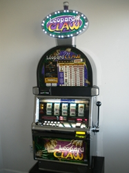 IGT LEOPARD CLAW FIVE REEL S2000 SLOT MACHINE WITH LIGHTED TOPPER