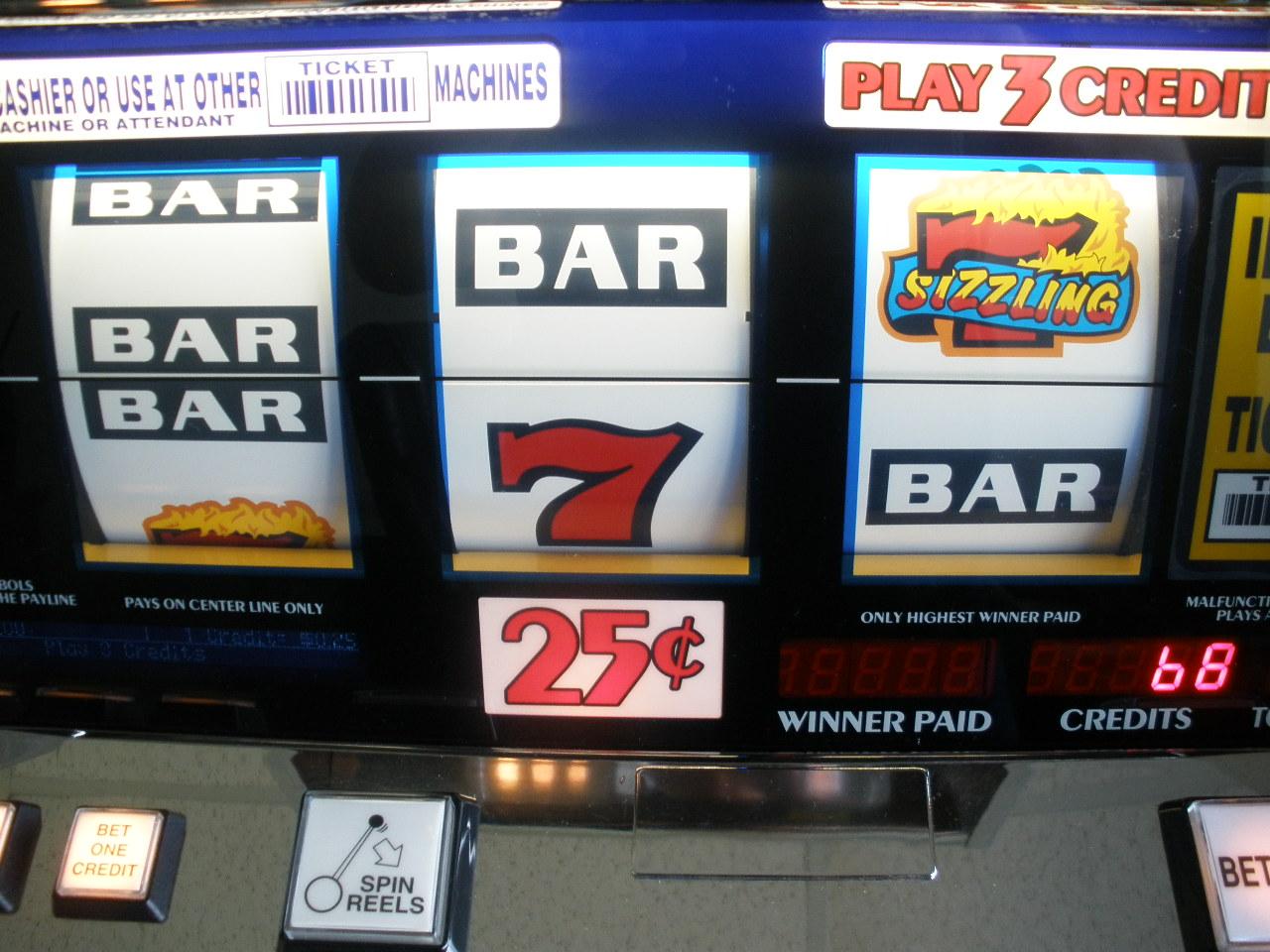 Sizzling 7 Slot Machine Game