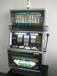 IGT TRIPLE DIAMOND DELUXE S2000 SLOT MACHINE - FLAT TOP - TWO CREDIT