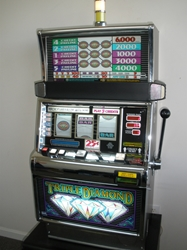 IGT TRIPLE DIAMOND FIVE LINE S2000 SLOT MACHINE