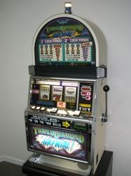 IGT TRIPLE DIAMOND HAYWIRE S2000 SLOT MACHINE