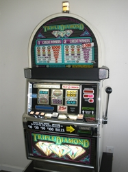 IGT TRIPLE DIAMOND ROUND TOP S2000 SLOT MACHINE