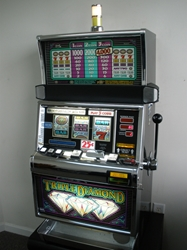 IGT TRIPLE DIAMOND S2000 SLOT MACHINE WITH QUARTER COIN HANDLING - THREE COIN
