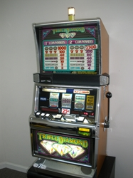 IGT TRIPLE DIAMOND S2000 SLOT MACHINE