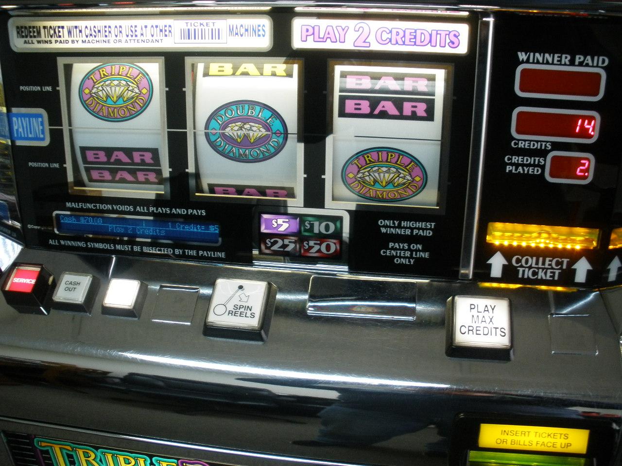 Double Diamonds Slot Machine