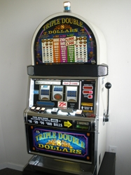 IGT TRIPLE DOUBLE DOLLARS S2000 SLOT MACHINE WITH QUARTER COIN HANDLING