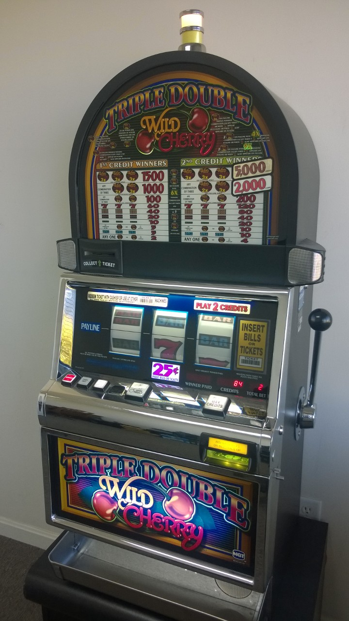 Las Vegas SLOT MACHINE GLASS~DOUBLE DIAMOND,TRIPLE DOUBLE WILD CHERRY,HIGH SPEED