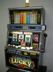 IGT TRIPLE LUCKY SEVENS S2000 SLOT MACHINE