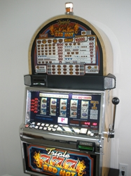 IGT TRIPLE RED HOT 777s FIVE REEL S2000 SLOT MACHINE