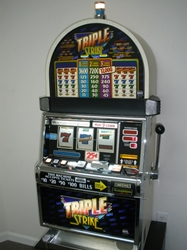 IGT TRIPLE STRIKE S2000 SLOT MACHINE WITH QUARTER COIN HANDLING